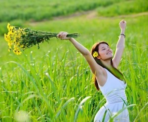 8726296-carefree-adorable-girl-with-arms-out-in-field-summer-freedom-andjoy-concept
